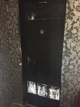Hadassah's Guest House: door