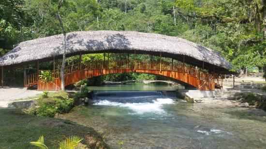 Centro Turistico Naciente del Río Tio Yacu: Entrada al centro