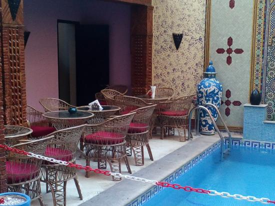 Corail Hotel: bar and pool area
