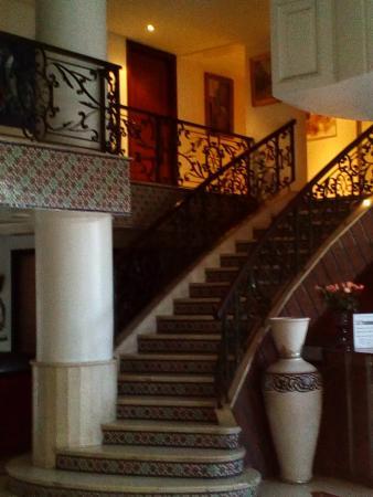 Corail Hotel: Main stairs
