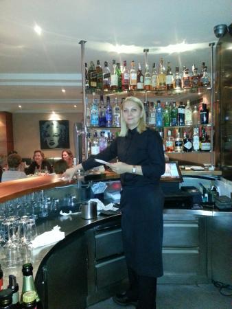 Hotel Villa Real: Great bartender