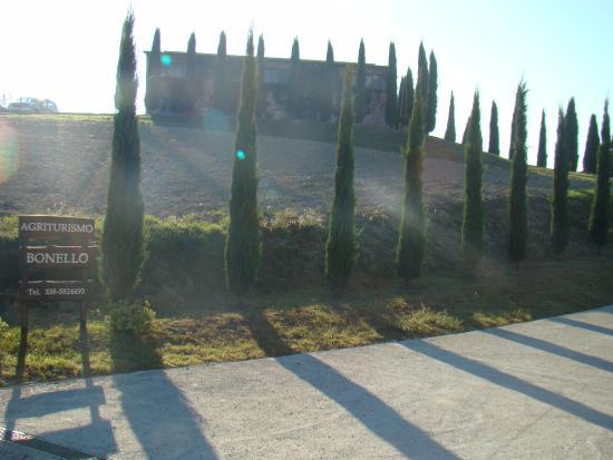 Agriturismo Bonello: Вид на дом с дороги