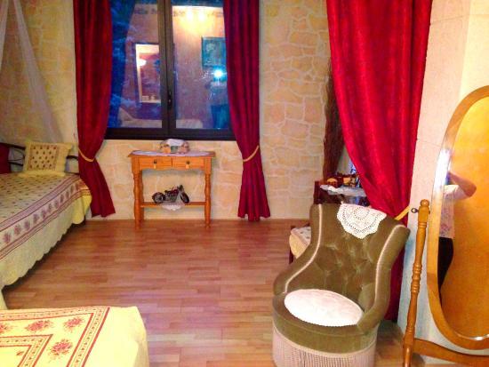 la chambre rouge bild fr n le clos saint jean cuers tripadvisor. Black Bedroom Furniture Sets. Home Design Ideas
