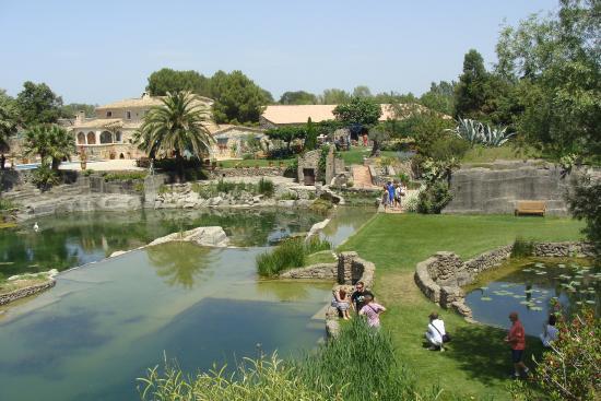 Petits personnages sur le parcours picture of le jardin for Les jardins en france