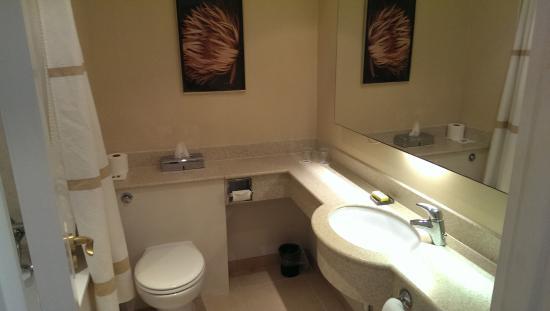 Peterborough Marriott Hotel: bathroom