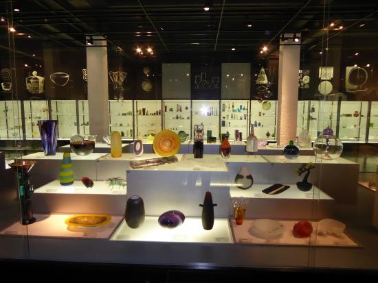 Suomen Lasimuseo (The Finnish Glass Museum): many art objects of glass