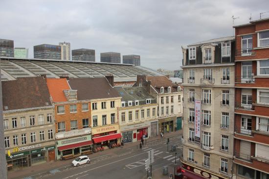 Hotel Calm : les 4 blocs = centre commercial de Lille