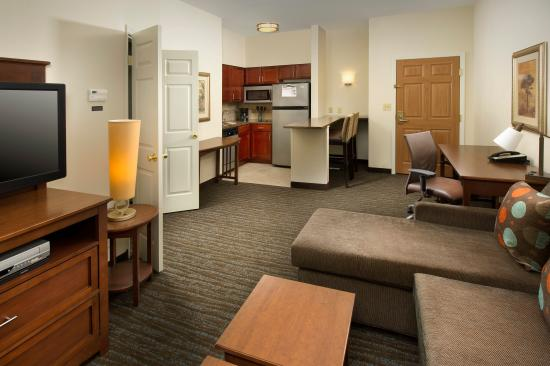 Staybridge Suites Baltimore BWI Airport: One Bedroom King Suite