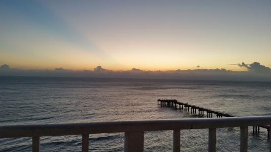 Sunny Isles Beach, Floryda: Sunrise from balcony