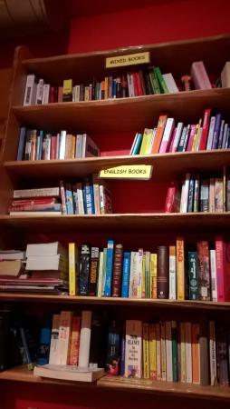 Hostel Ruthensteiner : Book Sharing Shelf