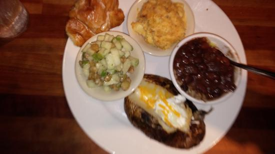 Cheddar's: Veg platter: mac'n'cheese, red beans/rice, baked pot, and apple medley