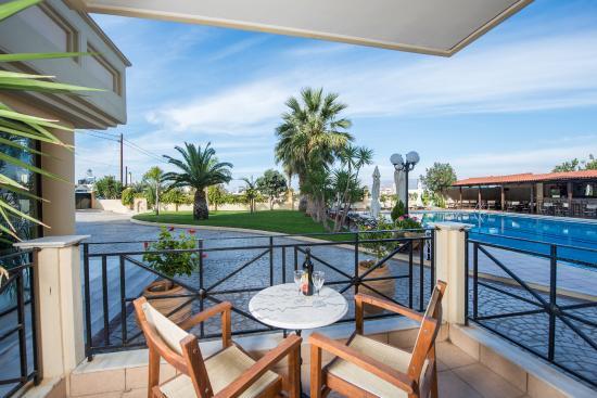 Mirtilos Studios & Apartments: Balcony