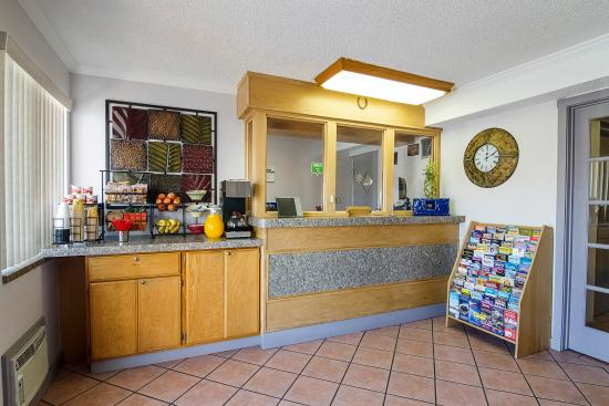 Rodeway Inn Downtown Phoenix: FRONTDESK1