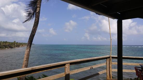 Casa Iguana: The deck of the lodge overlooks the sea