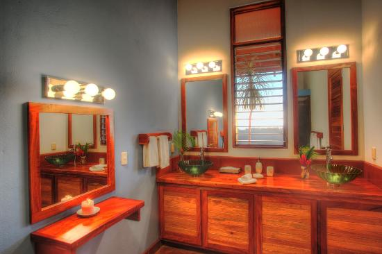 Costa Rica Yoga Spa: Suite Bathroom
