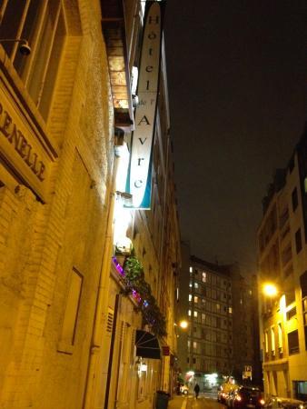 Hotel de l'Avre: L'entrata e l'insegna