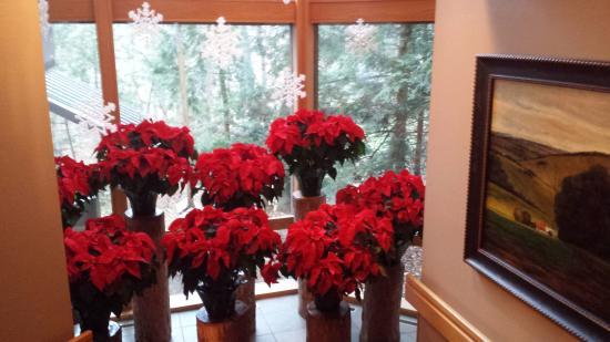 The Inn at Honey Run: Holiday Decorations