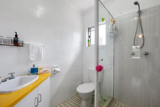 Beachcomber Peregian Beach: Apt 1 Bathroom