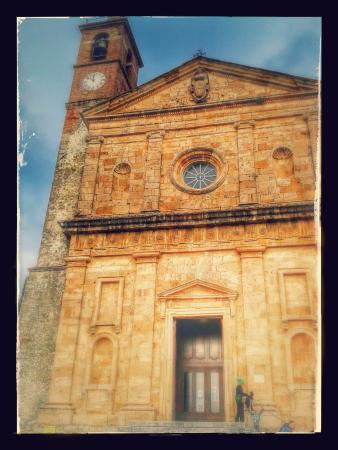 Caldana, Italia: Fronte chiesa