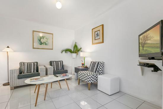 Beachcomber Peregian Beach: Apt 4 Lounge
