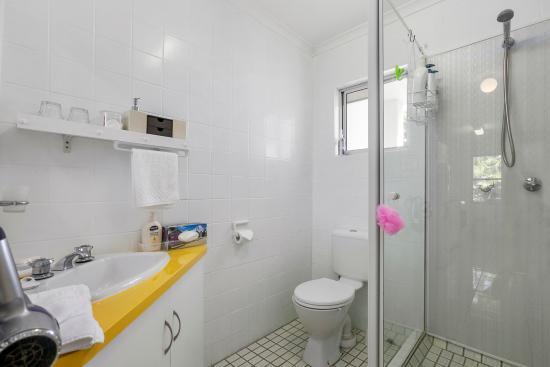 Beachcomber Peregian Beach: Apt 4 Bathroom