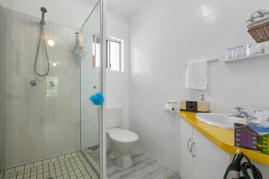 Beachcomber Peregian Beach: Apt 5 Bathroom