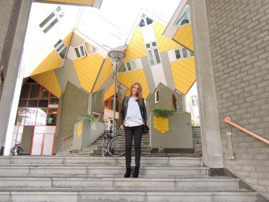Kubus haus bild von kijk kubus show cube rotterdam for Kubus haus innen