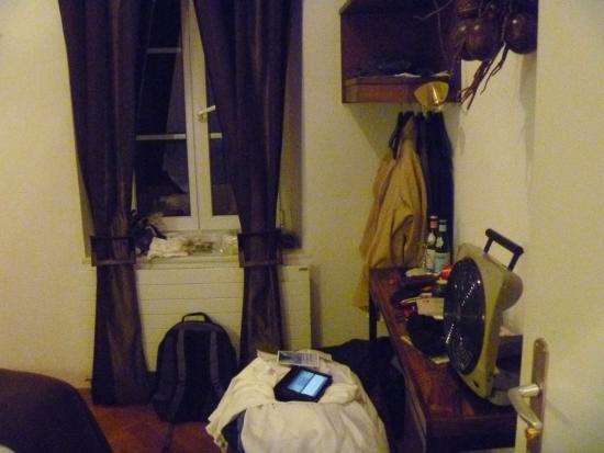 Hostellerie de Geneve: View from door