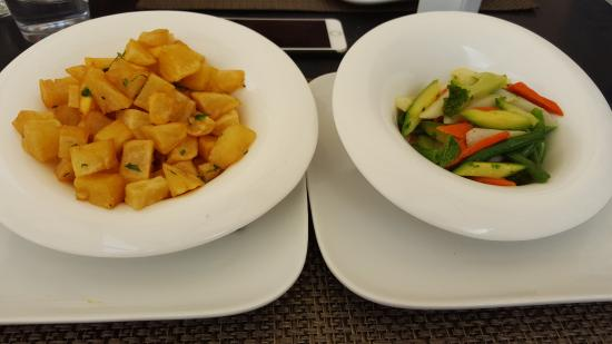 Cesar Resort & Spa: Wedges and vegetables from the hotel menu