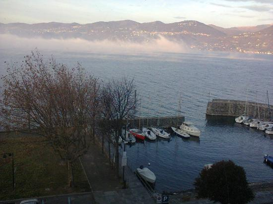 Hotel Europa: Uitzicht vanuit mijn kamer over het Lago Maggiore (half december)