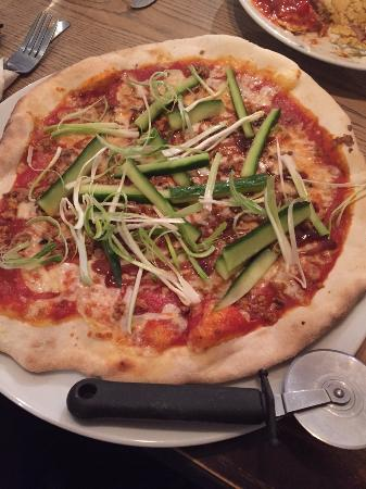 Kidlington, UK: Duck & Hoisin Pizza
