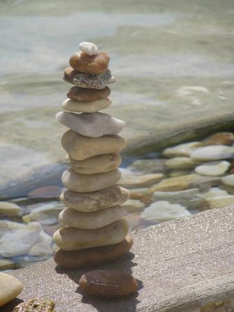 Pyramids in Florida: Nice stones in pool