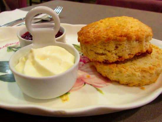 Living in London: Amazing scone with clotted cream and jam for 3.40
