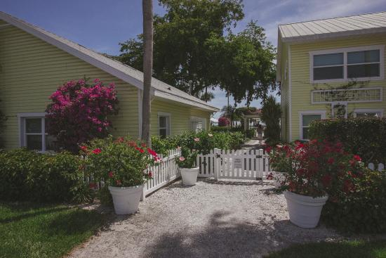 Wicker Inn Beach Resort: The Wicker Inn