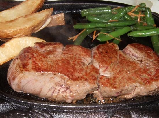 Hy's Steakhouse Whistler: ステーキ