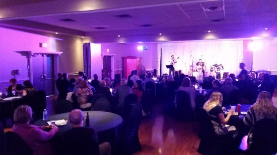 Hearthstone Inn Sydney : Jazz in the ballroom