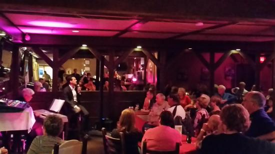 Hearthstone Inn Sydney : Jazz in the Commoner Pub