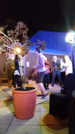 Hearthstone Inn Sydney : Dancing in the courtyard under the stars
