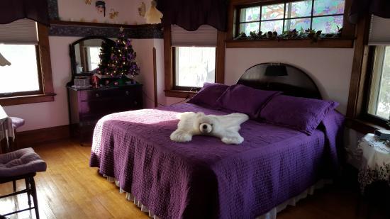 Wabeno, WI: Purple room