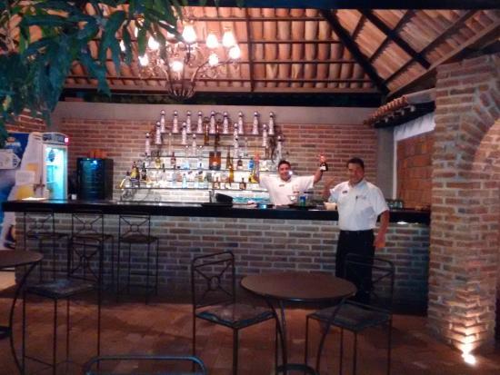 Los Tres Gallos: The bar