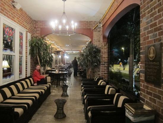 Hollander Hotel: The veranda and outdoor dining area.
