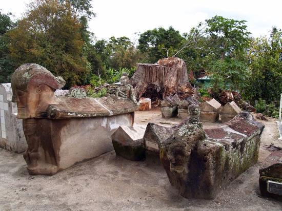 Samosir Island, Indonesia: Peti kubur batu Tomok