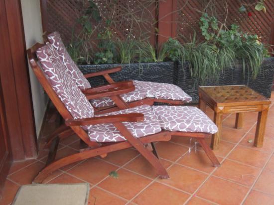 The African Tulip: Relaxing outdoor deck space off 2nd floor room