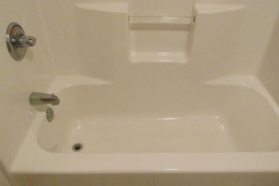 Rupert, Wirginia Zachodnia: Clean bathroom.