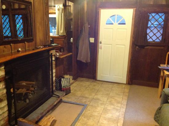 Ripplewood Resort: Cabin seven with fireplace