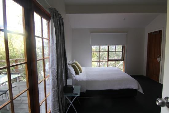 Possums Apartments: room