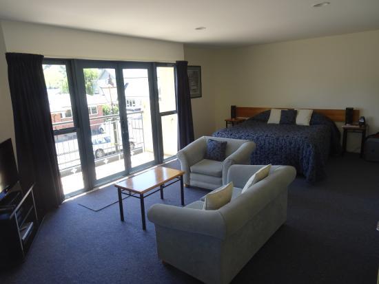 Akaroa Criterion Motel: View of apartment