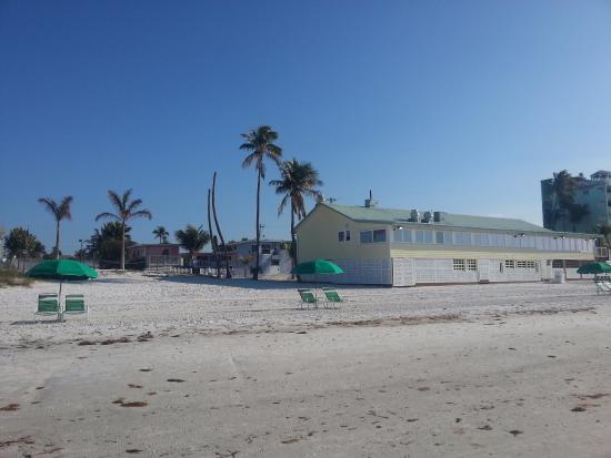 Beacon Motel: Beach