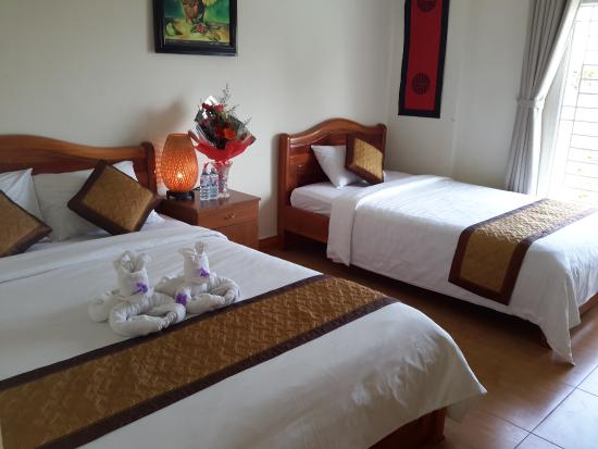 Viet's Family River - Hoi An Homestay : Family Room with Balcony