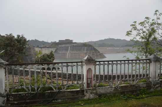 Ranjit Sagar Dam: Dam view from guest house